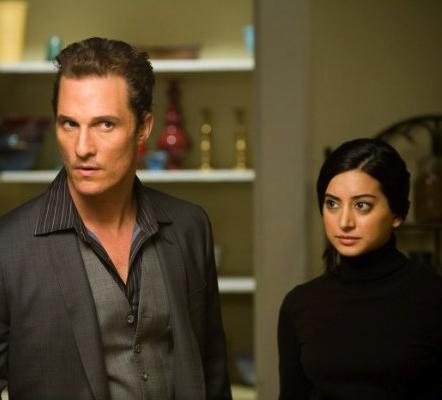 matthew_mcconaughey_and_noureen_dewulf_in_ghosts_of_girlfriends_past_2